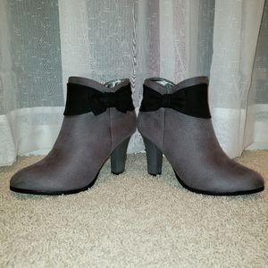 Andiamo Women's Grey Suede Heel Booties NWOT
